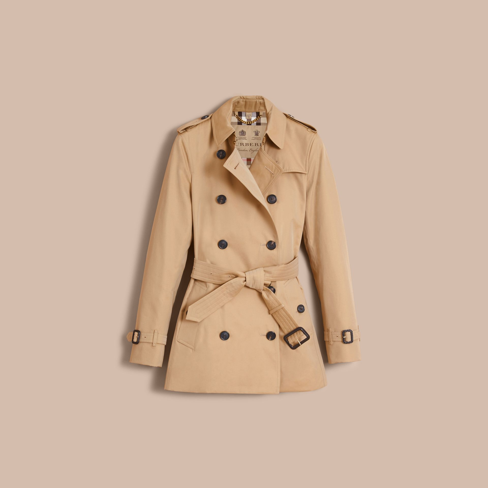 The Kensington – Short Heritage Trench Coat in Honey - Women | Burberry - gallery image 4