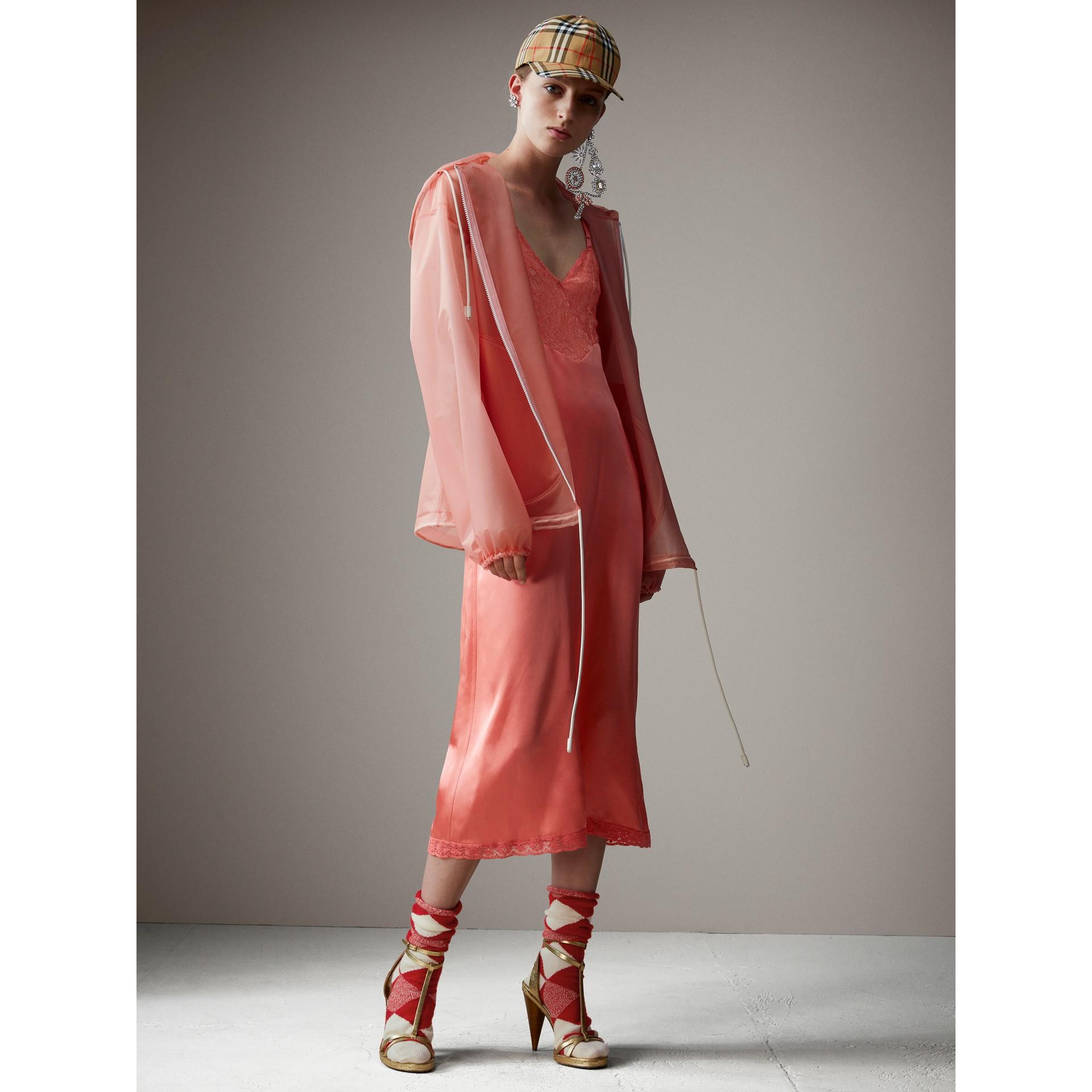 Jaqueta cagoule de plástico com textura suave e capuz (Rosa Pink) - Mulheres   Burberry - galeria de imagens 5