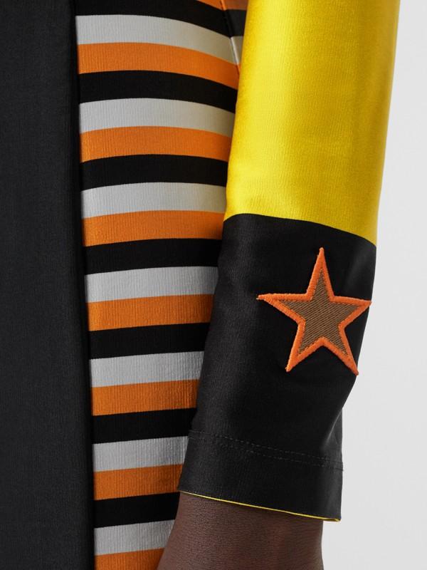Minikleid aus Stretchjersey mit Streifen- und applizierten Flaggen (Schwarz) - Damen | Burberry - cell image 3