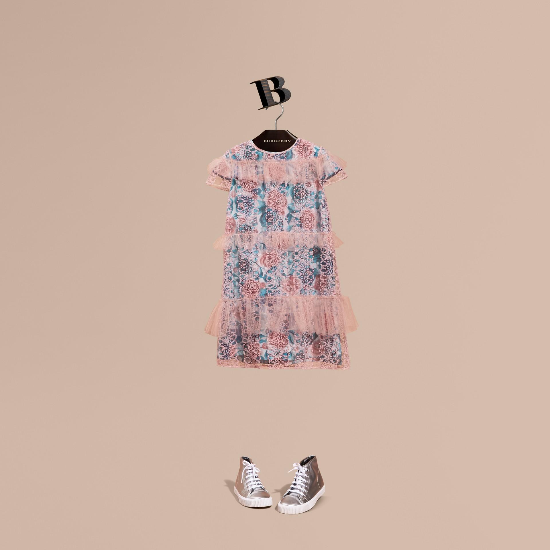 Rose pâle Robe brodée en tulle et soie à manches courtes - photo de la galerie 1