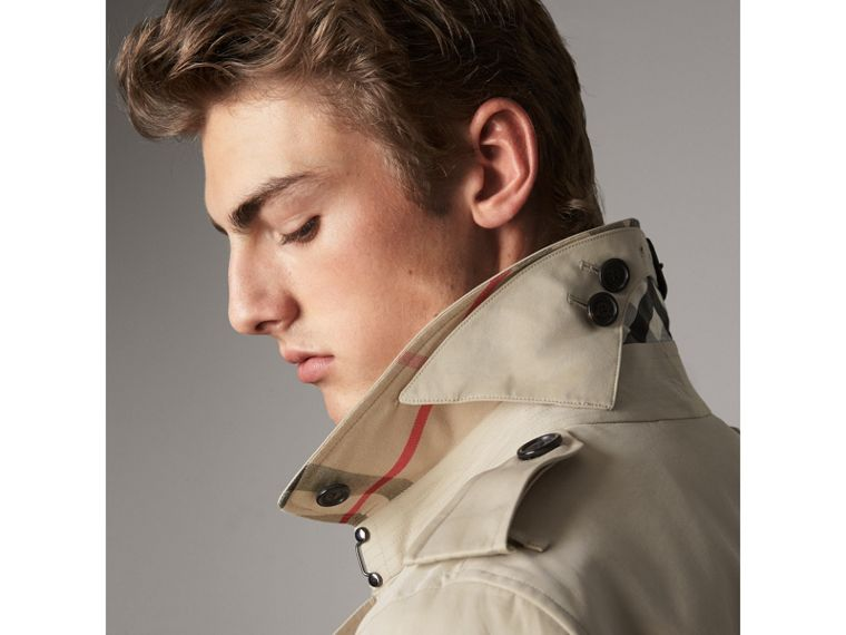 The Kensington – Short Trench Coat in Stone - Men | Burberry - cell image 1