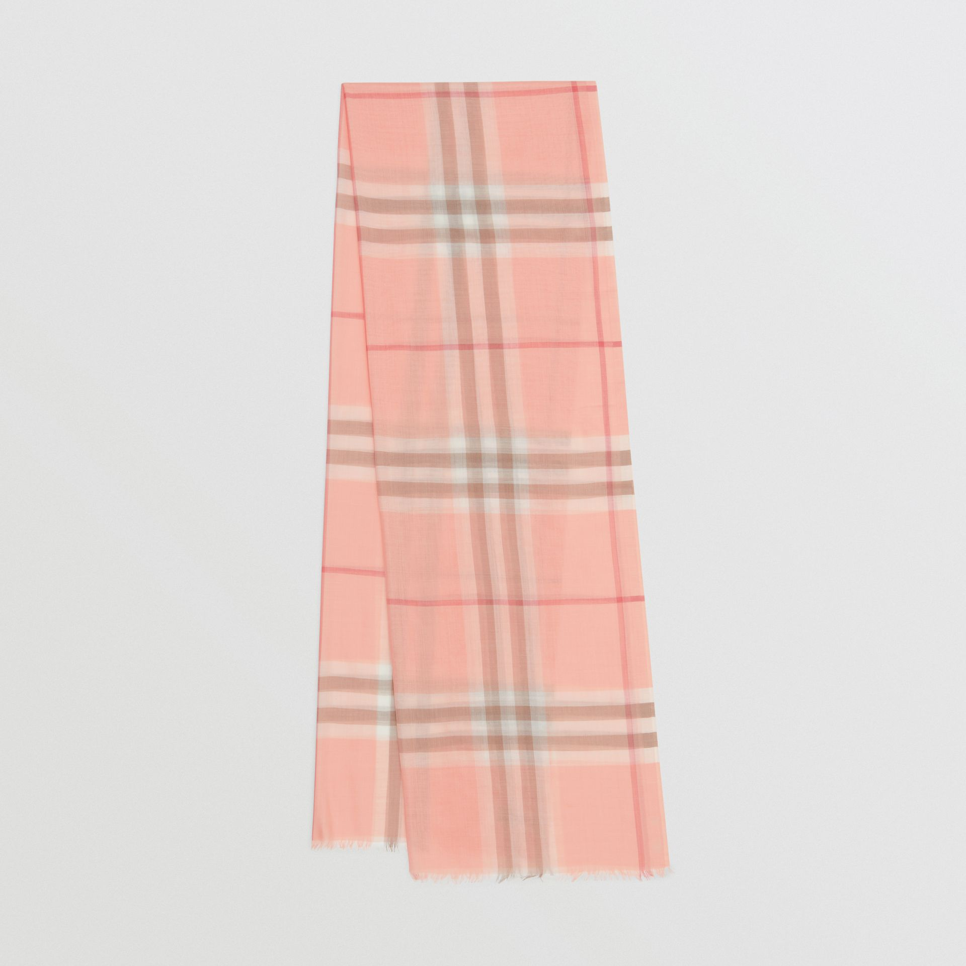 輕盈格紋羊毛絲綢圍巾 (粉蜜桃色) | Burberry - 圖庫照片 0