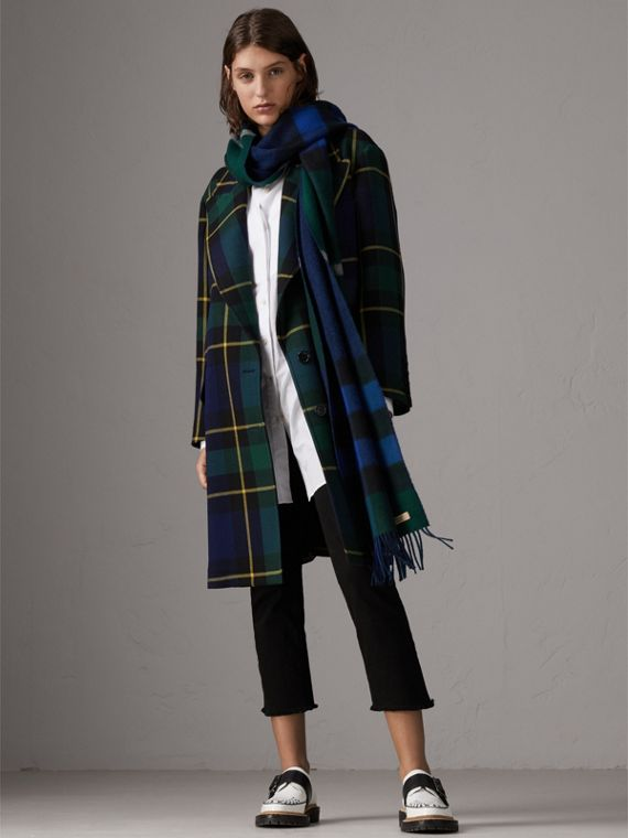 Reversible Check and Melange Cashmere Scarf in Dark Forest Green | Burberry United Kingdom - cell image 2
