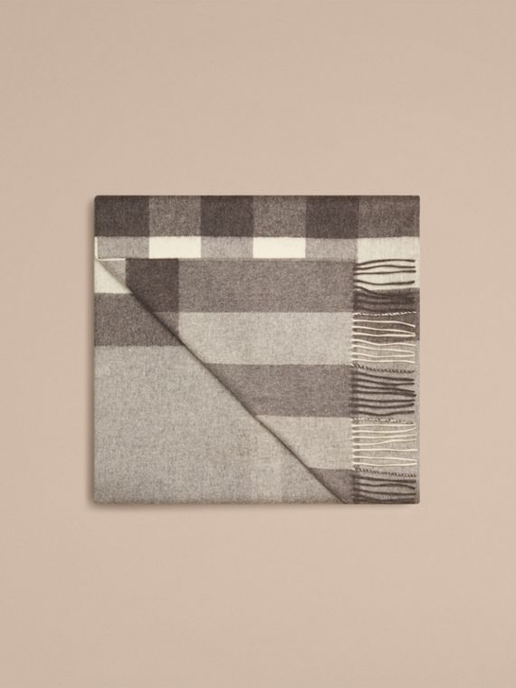 Check Cashmere Blanket in Pale Grey - cell image 3