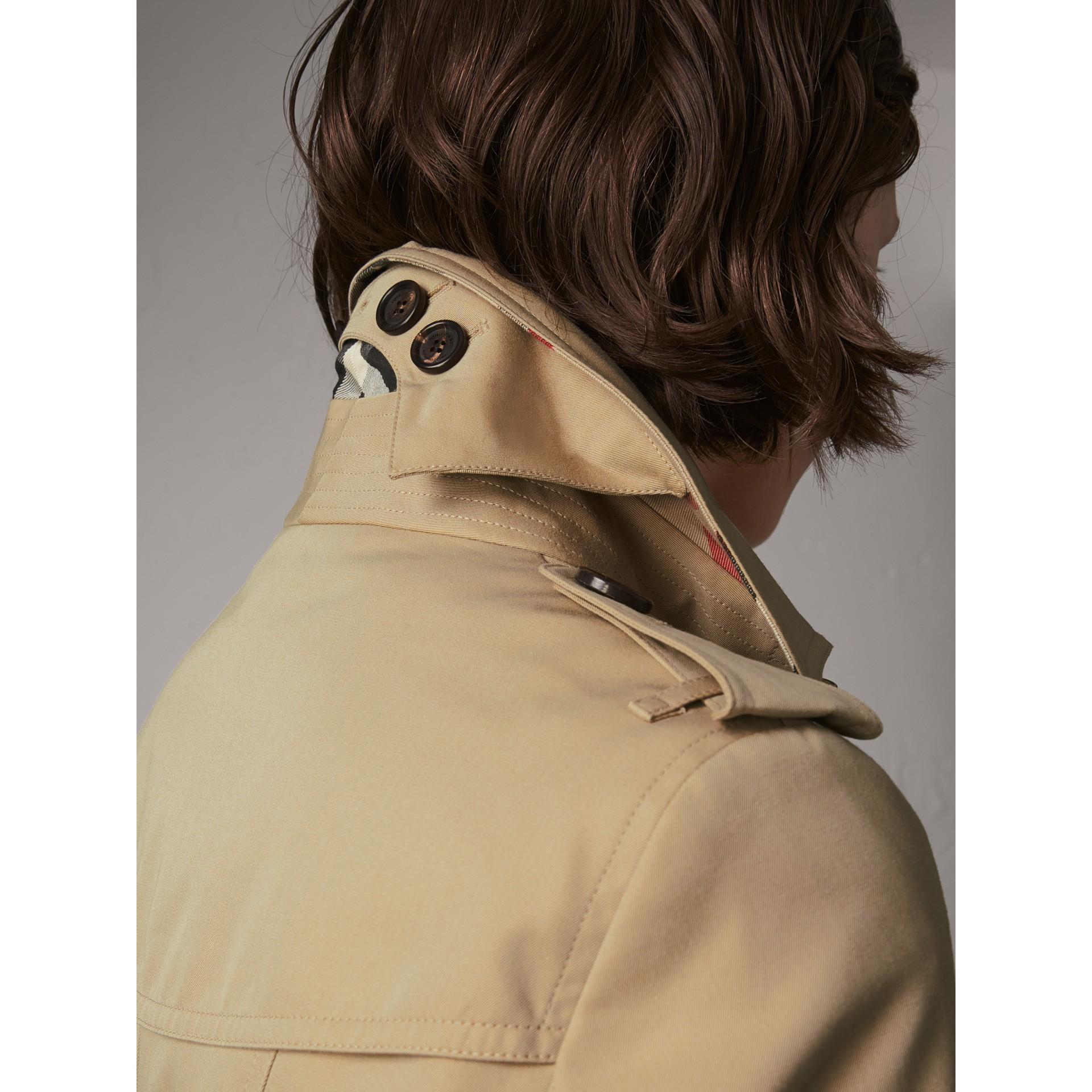 The Sandringham – Short Heritage Trench Coat in Honey - Women | Burberry Australia - gallery image 5