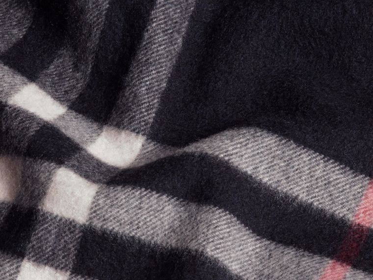 The Classic Cashmere Scarf in Check in Navy - cell image 4