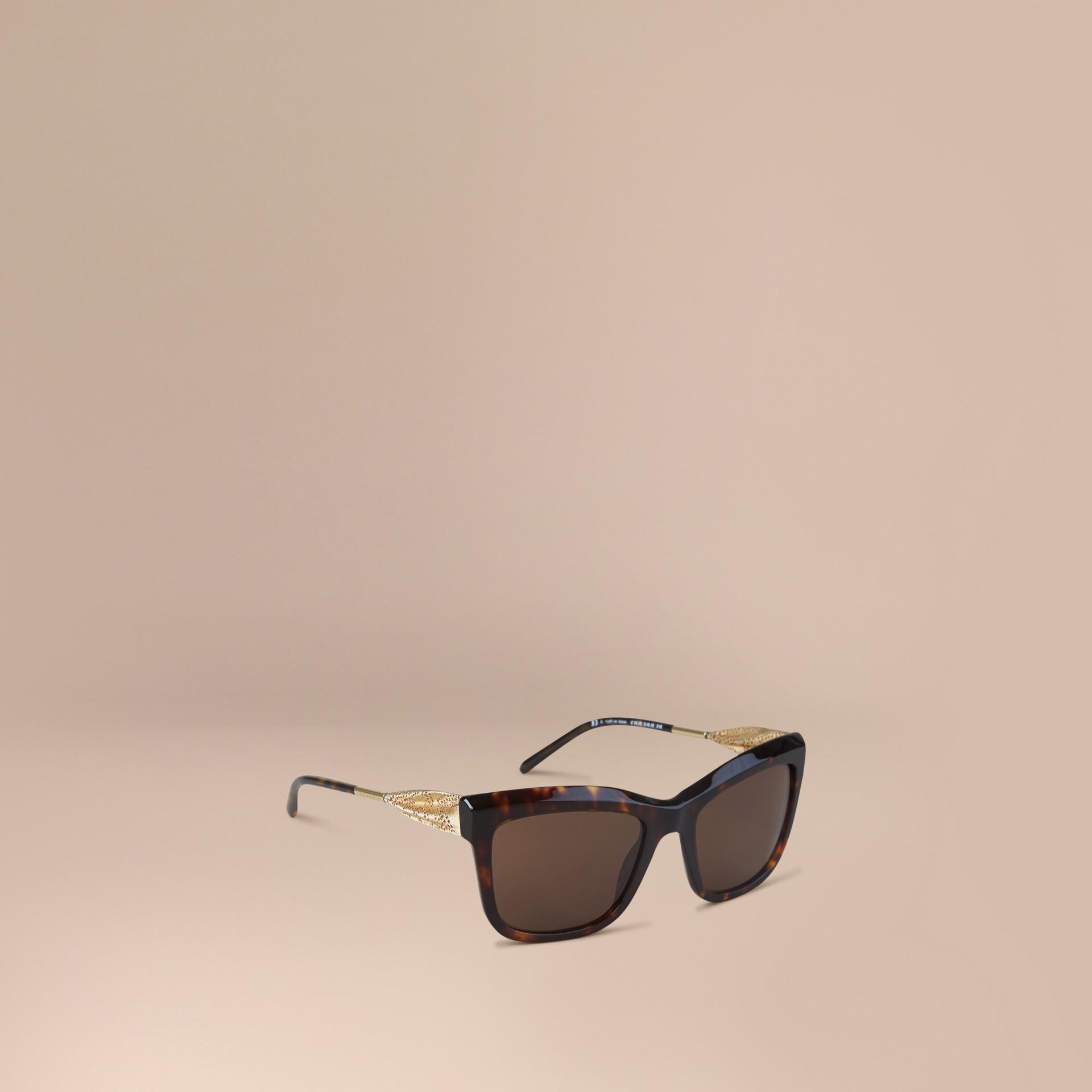 Carey Gafas de sol con montura cuadrada de la colección Encaje de gabardina Carey - imagen de la galería 1