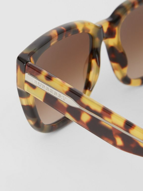 Square Frame Sunglasses in Tortoise Shell - Women | Burberry Singapore - cell image 1