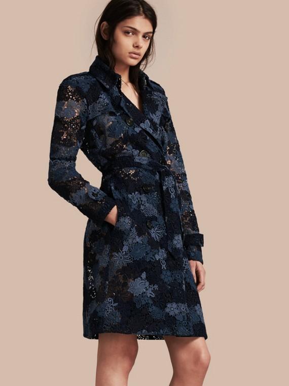Trench-coat en macramé de dentelle italienne à motif floral