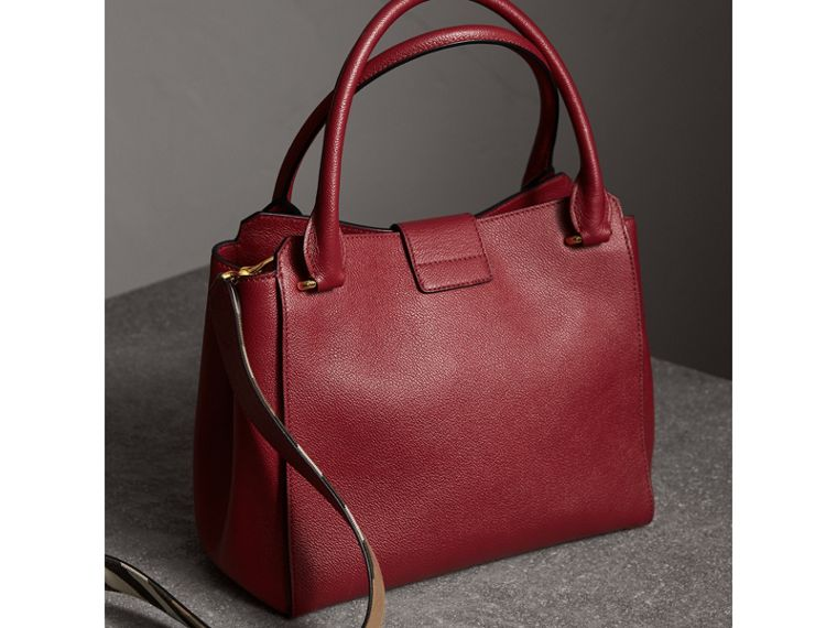 The Medium Buckle Tote in Grainy Leather in Parade Red - Women | Burberry Australia - cell image 4
