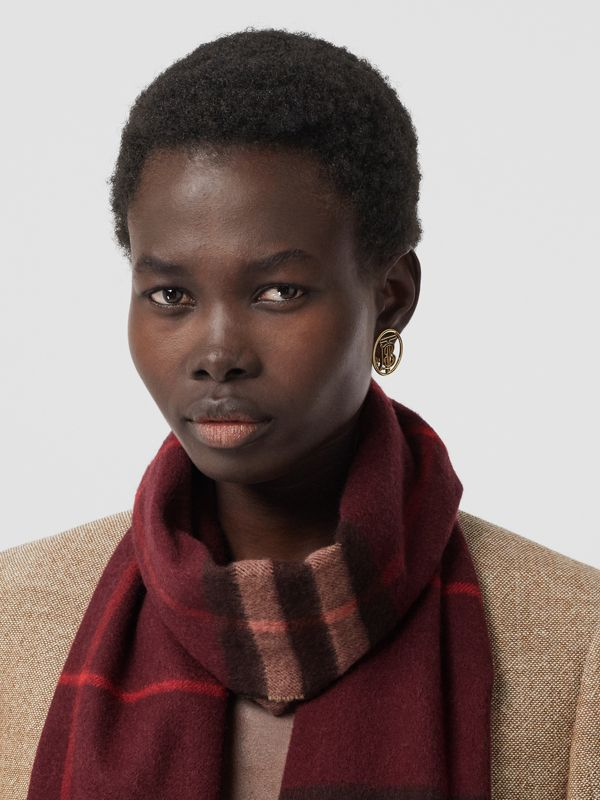 The Classic Check Cashmere Scarf in Burgundy | Burberry United Kingdom - cell image 2