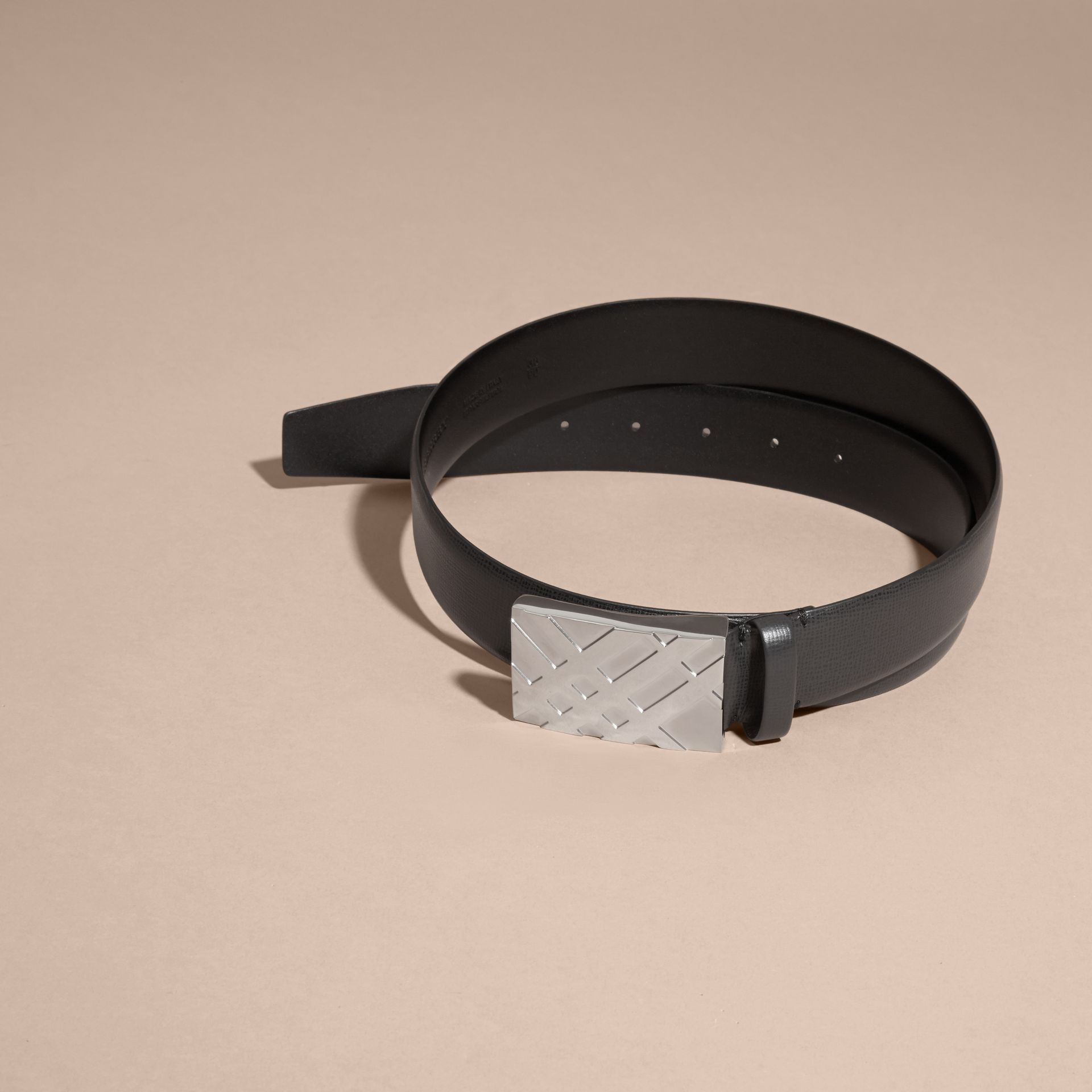 Check-embossed Buckle London Leather Belt in Black - Men | Burberry Singapore - gallery image 4