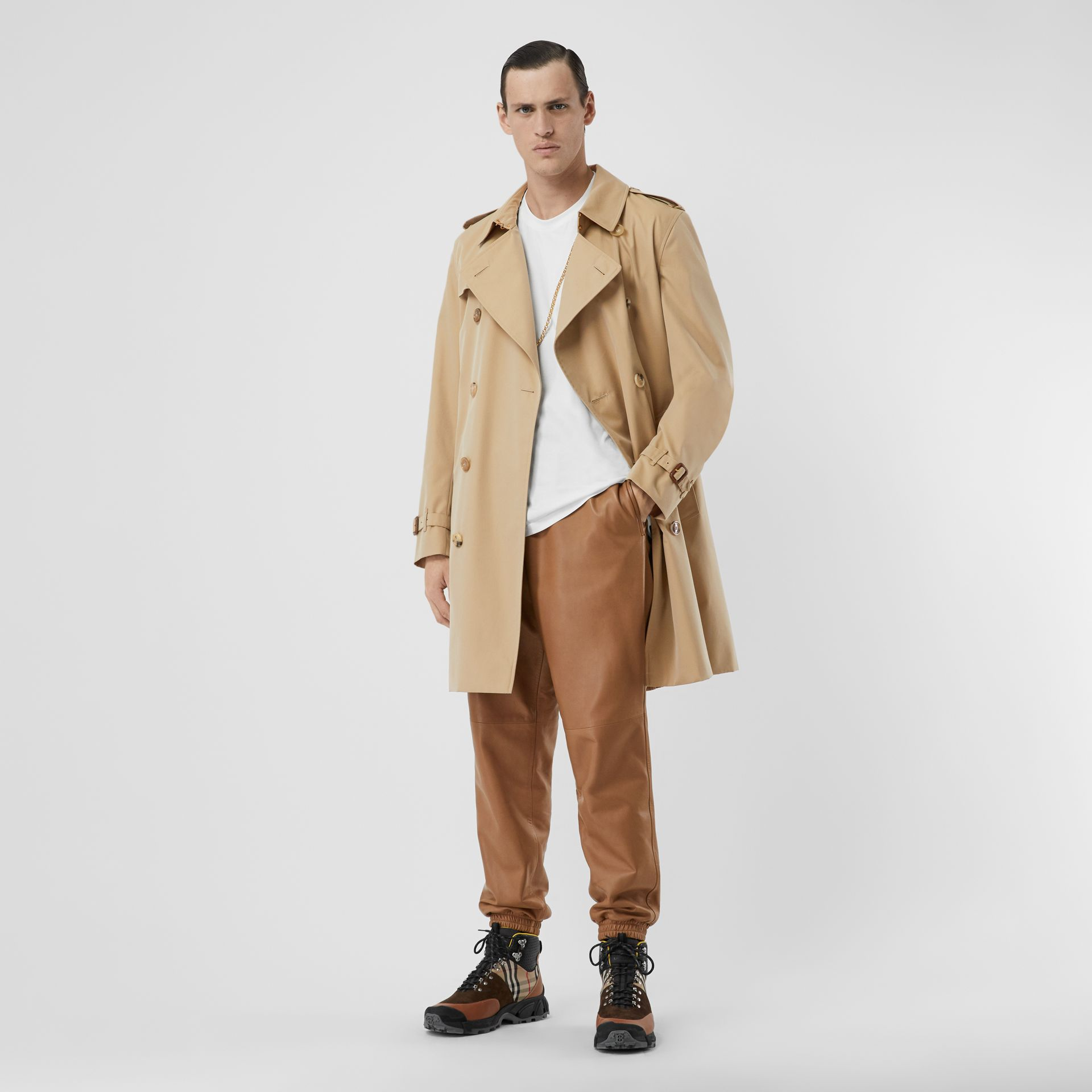 The Mid-length Kensington Heritage Trench Coat in Honey - Men | Burberry Singapore - gallery image 2