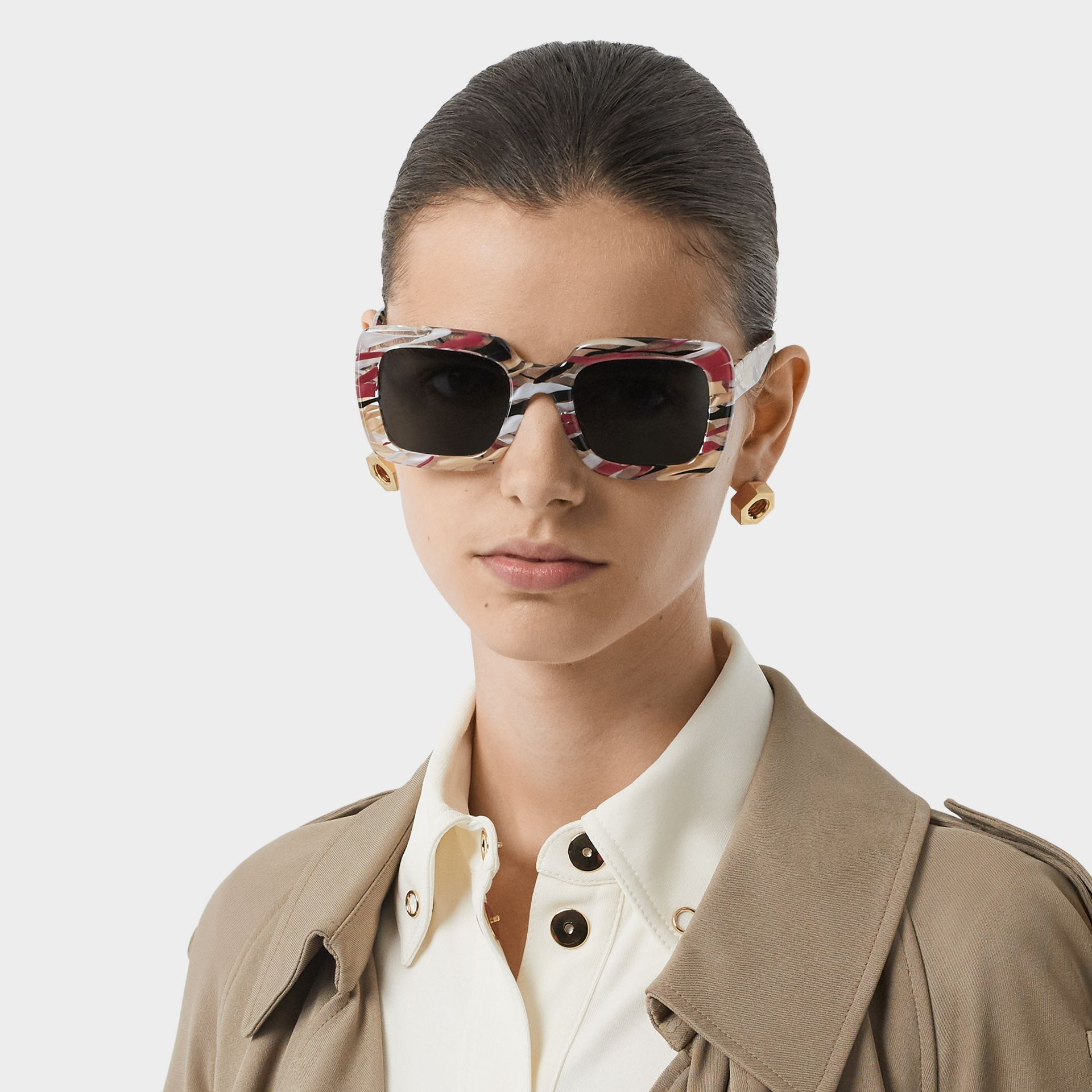 Marbled Check Oversized Square Frame Sunglasses in Lacquer Red - Women | Burberry Canada - gallery image 2