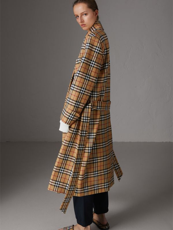 Manteau peignoir à motif Vintage check revisité (Jaune Antique) - Femme | Burberry - cell image 2