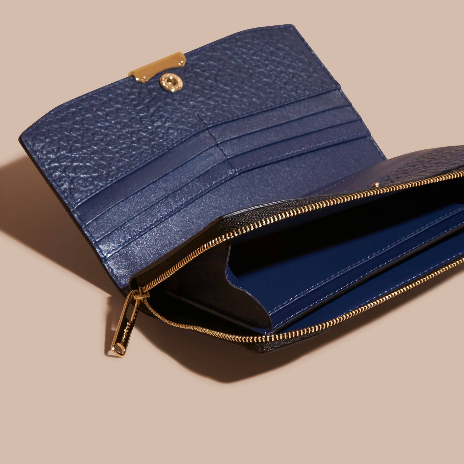 Blue carbon/parade red Border Detail Signature Grain Leather Ziparound Wallet - gallery image 5
