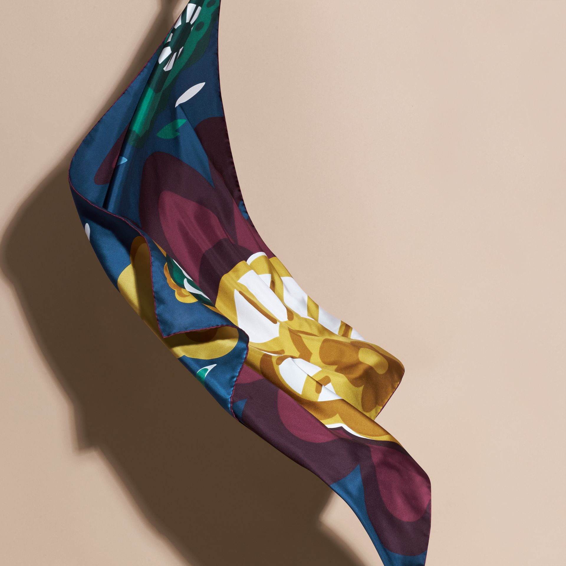 Dark cyan blue Lenço médio de seda com estampa floral abstrata Dark Cyan Blue - galeria de imagens 4