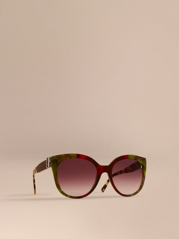 Buckle Detail Cat-eye Frame Sunglasses in Cardinal Red