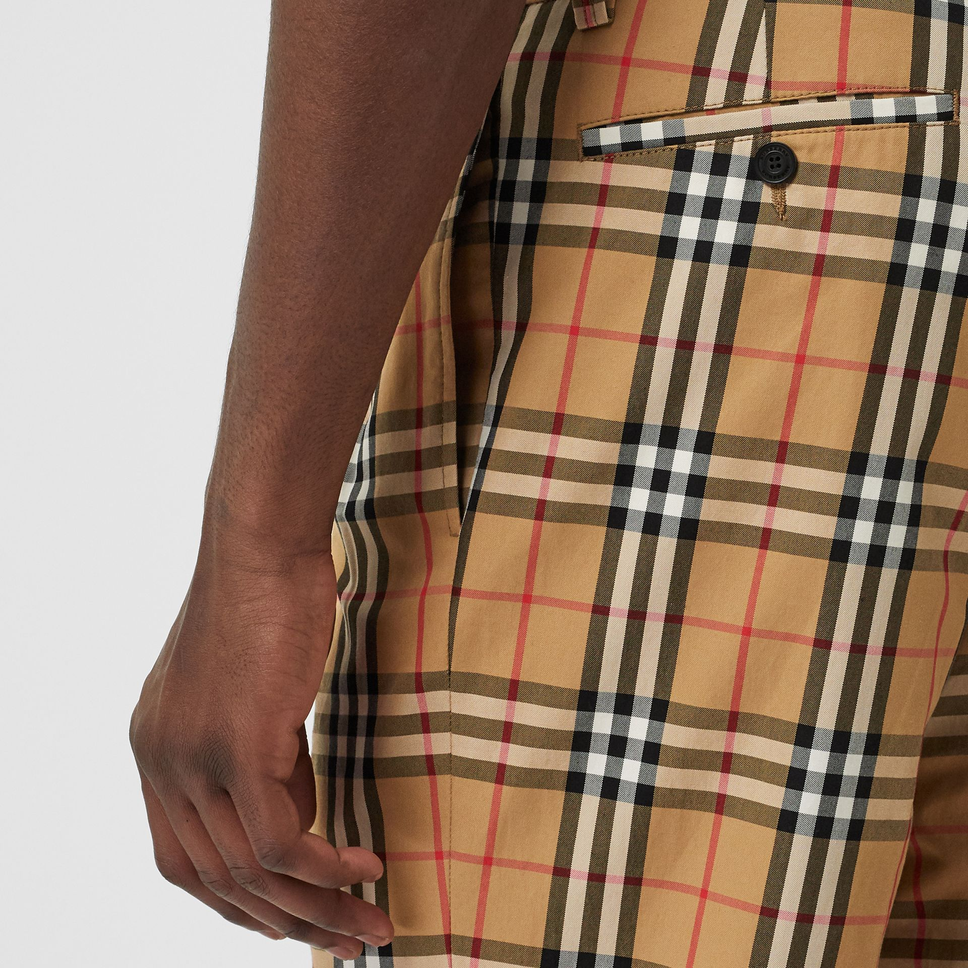 Pantalon en coton à motif Vintage check (Jaune Antique) - Homme | Burberry Canada - photo de la galerie 1