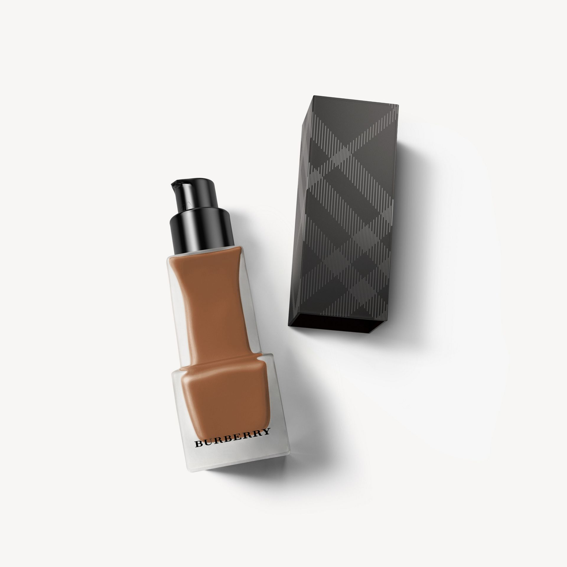 Matte Glow Liquid Foundation – 130 Dark Neutral - Femme | Burberry Canada - photo de la galerie 0