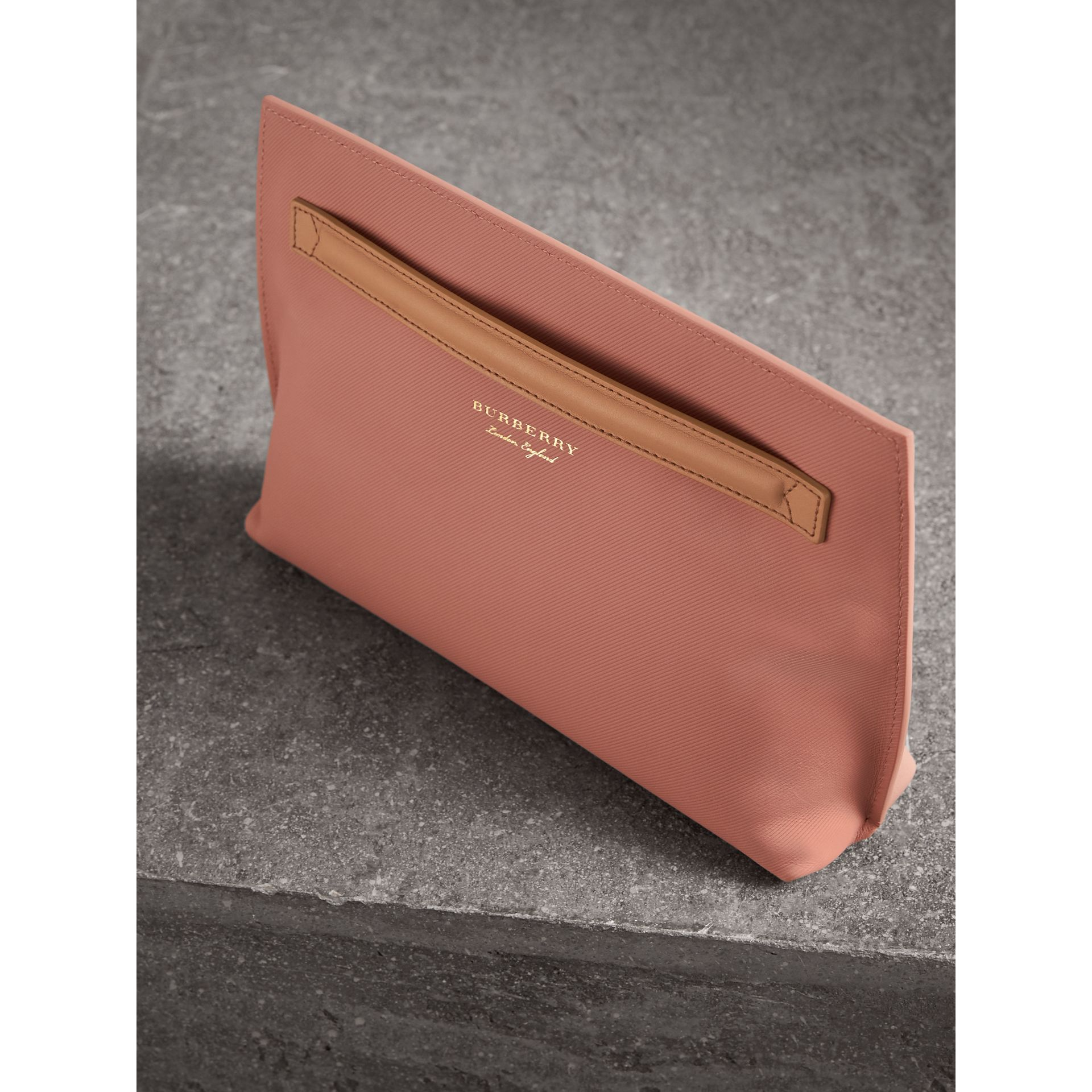 Two-tone Trench Leather Wristlet Pouch in Ash Rose/pale Clementine - Women | Burberry United Kingdom - gallery image 3