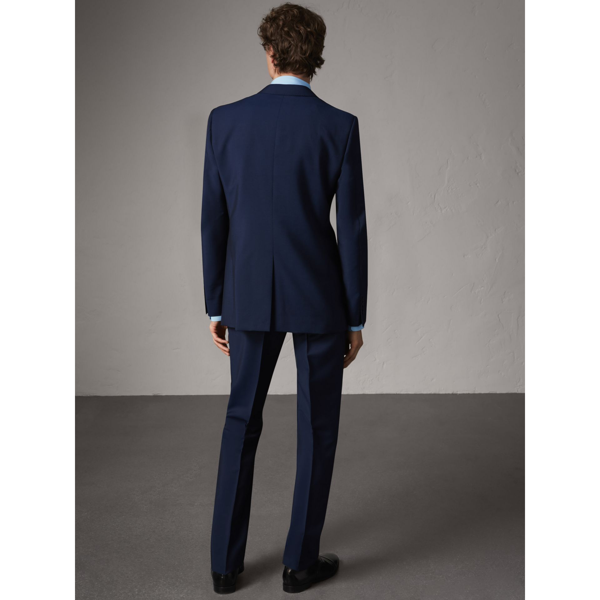 Costume de coupe moderne en laine et mohair (Marine Royal) - Homme | Burberry - photo de la galerie 2