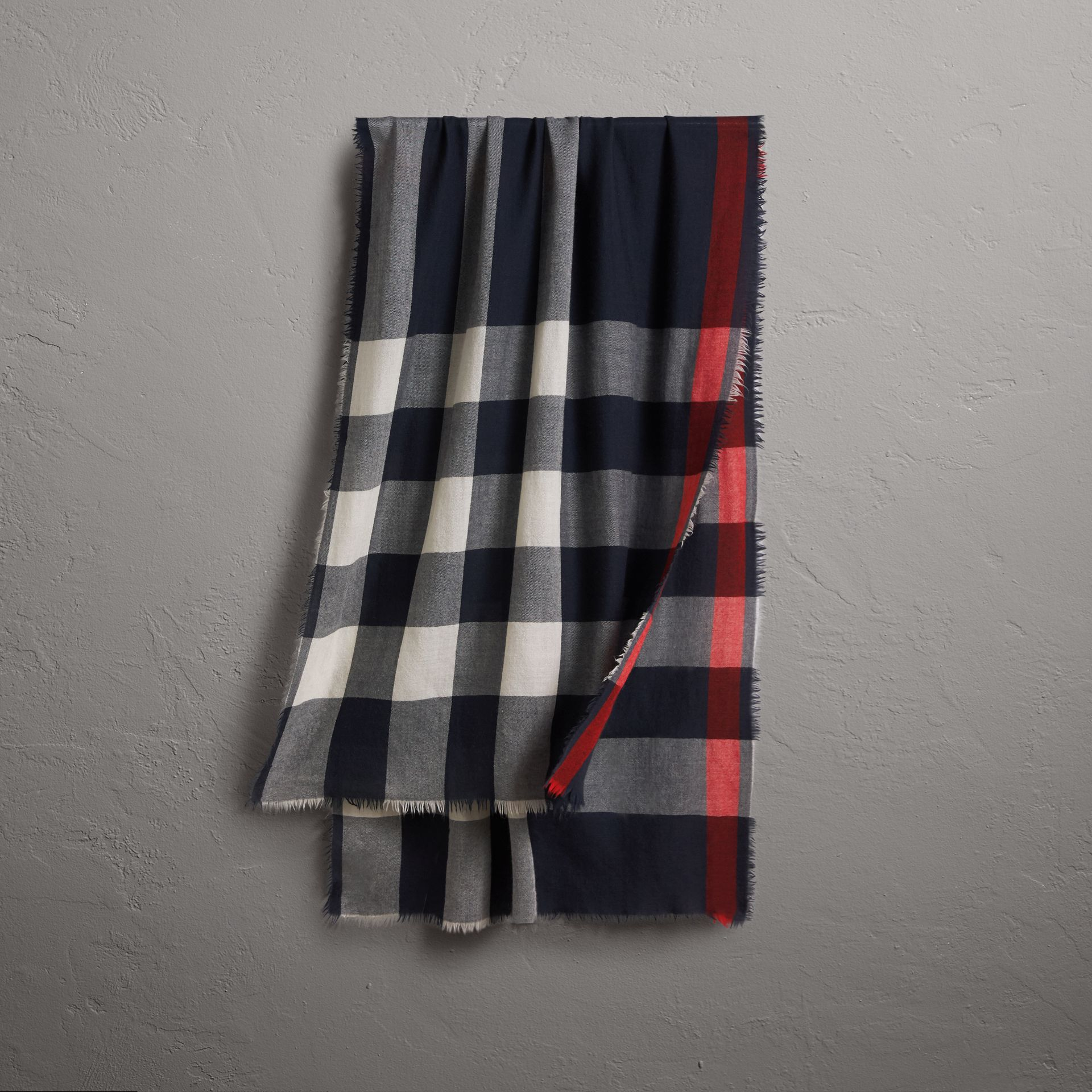 The Lightweight Check Cashmere Scarf in Navy | Burberry - gallery image 0