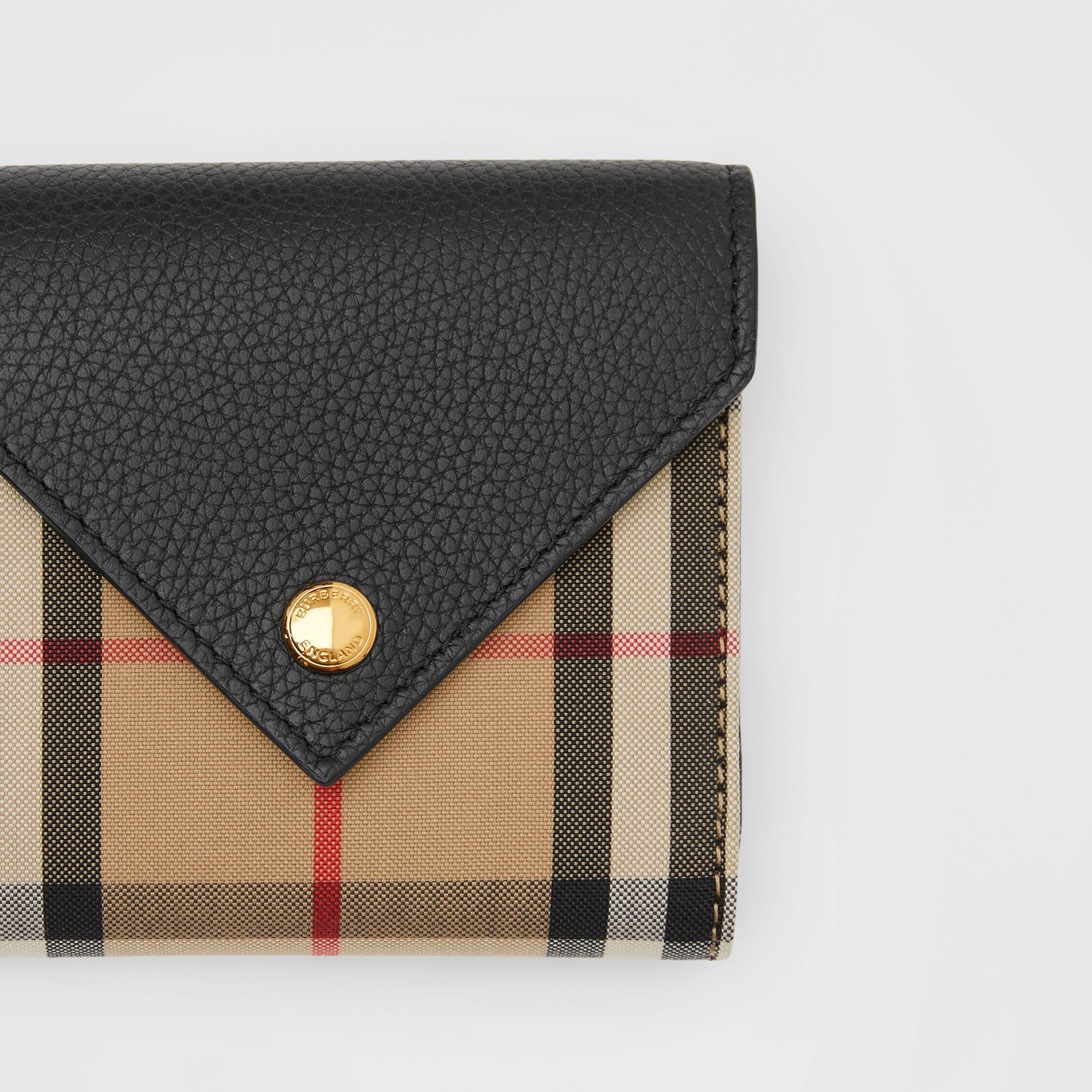 Vintage Check and Grainy Leather Folding Wallet in Black - Women | Burberry Canada - 2