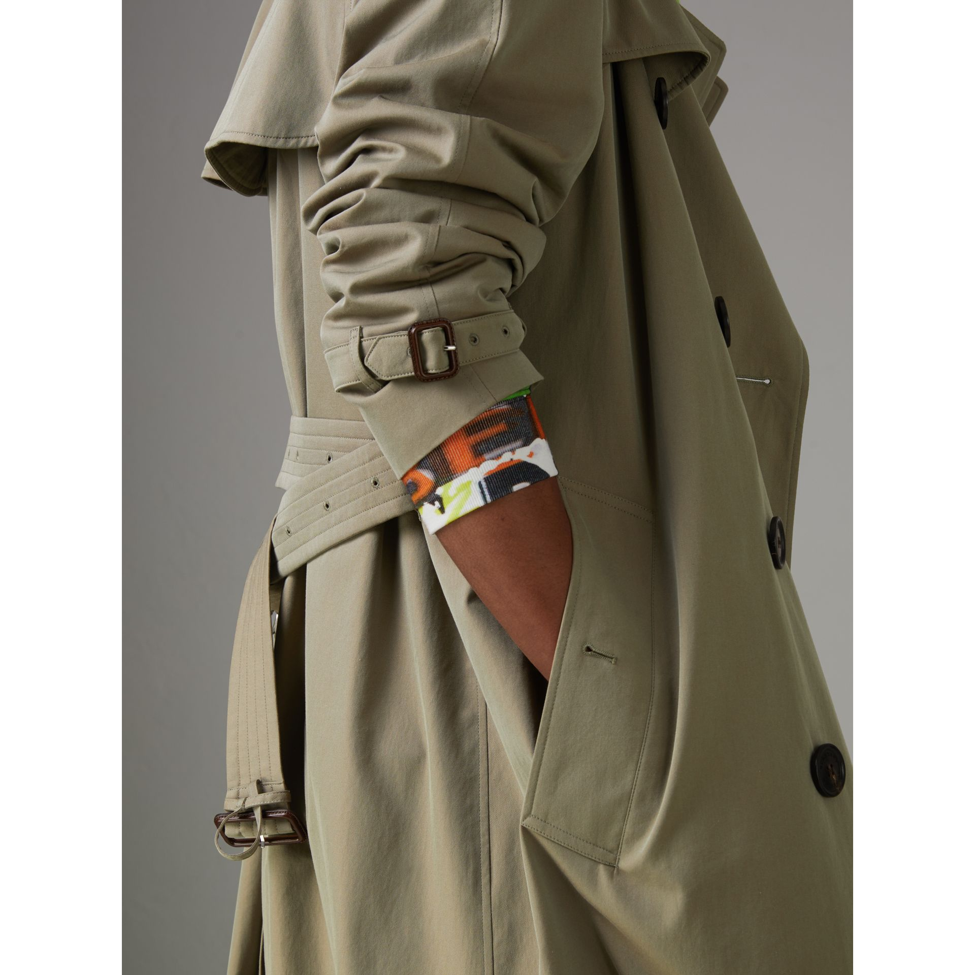 Tropical Gabardine Oversized Trench Coat in Chalk Green - Men | Burberry United Kingdom - gallery image 4
