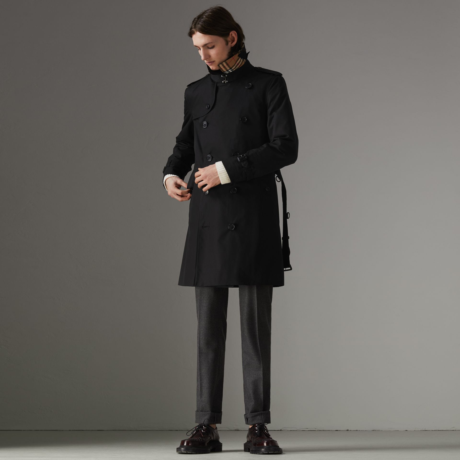 The Chelsea Heritage Trench Coat in Black - Men | Burberry United Kingdom - gallery image 0