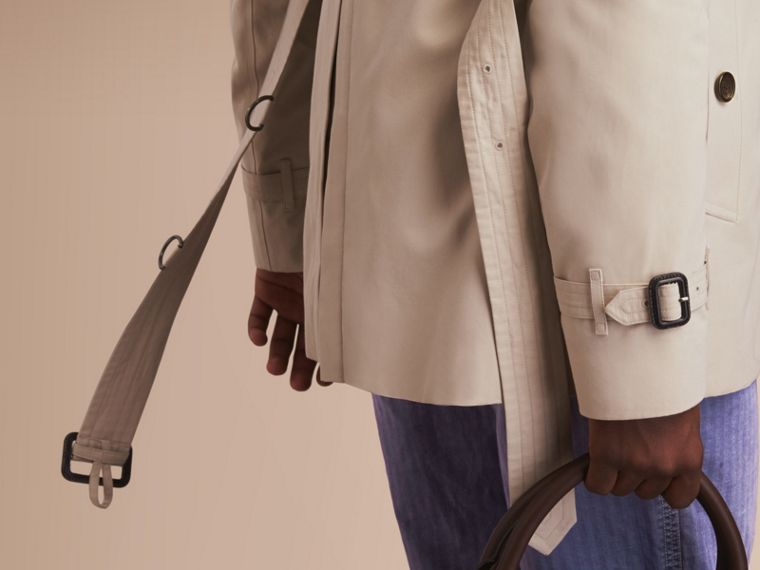 The Kensington – Short Heritage Trench Coat in Stone - Men | Burberry - cell image 4