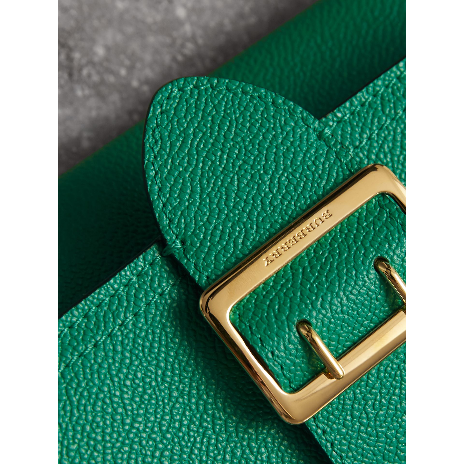 Textured Leather Continental Wallet in Bright Pigment Green - Women | Burberry United Kingdom - gallery image 2
