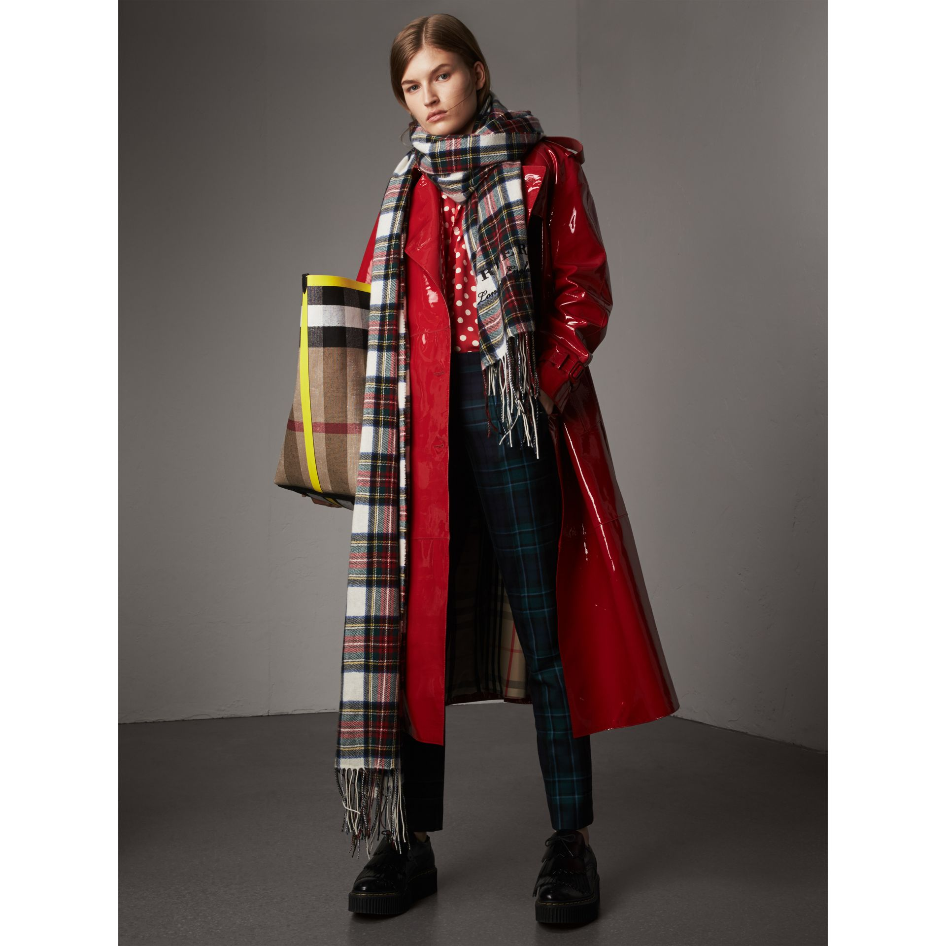 Raglan-sleeve Patent Lambskin Trench Coat in Parade Red - Women | Burberry United Kingdom - gallery image 7