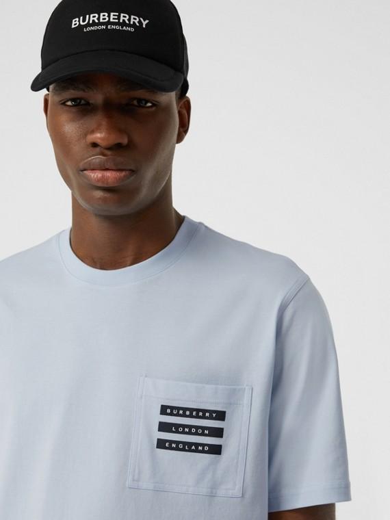 Camiseta de algodão com estampa de fita (Azul Claro)