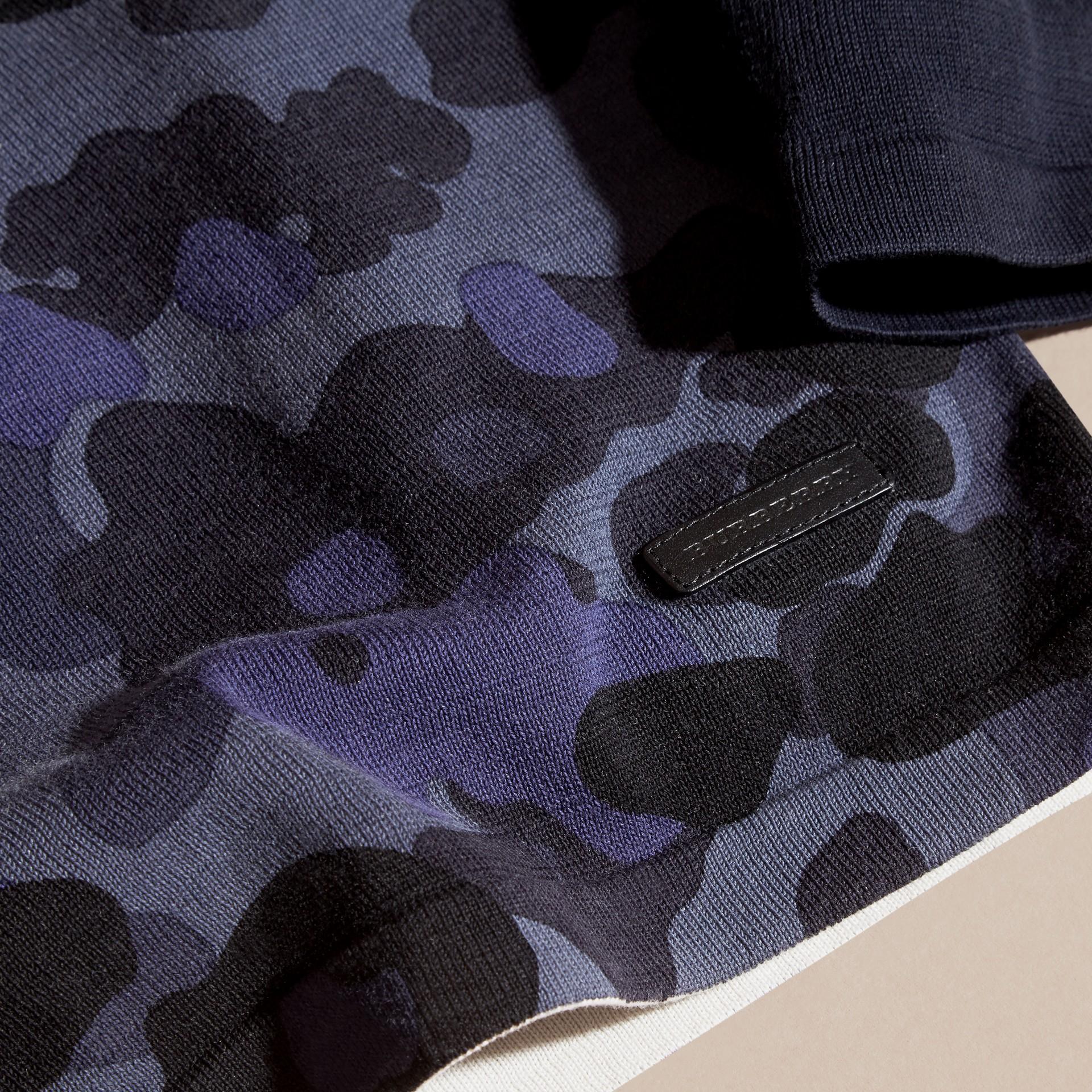 Marine Pull en coton à col ras du cou et imprimé camouflage - photo de la galerie 2