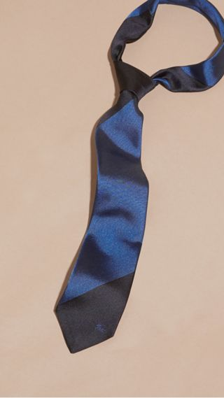 Slim Cut Striped Jacquard Silk Tie