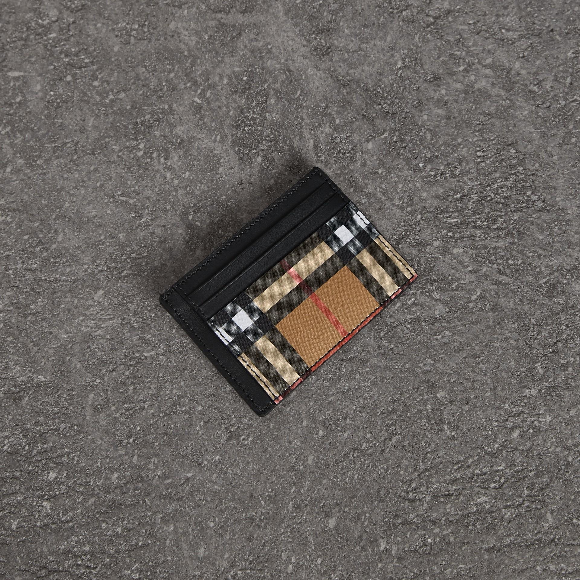 ヴィンテージチェック&レザー マネークリップ カードケース (ブラック) - メンズ | バーバリー - ギャラリーイメージ 0
