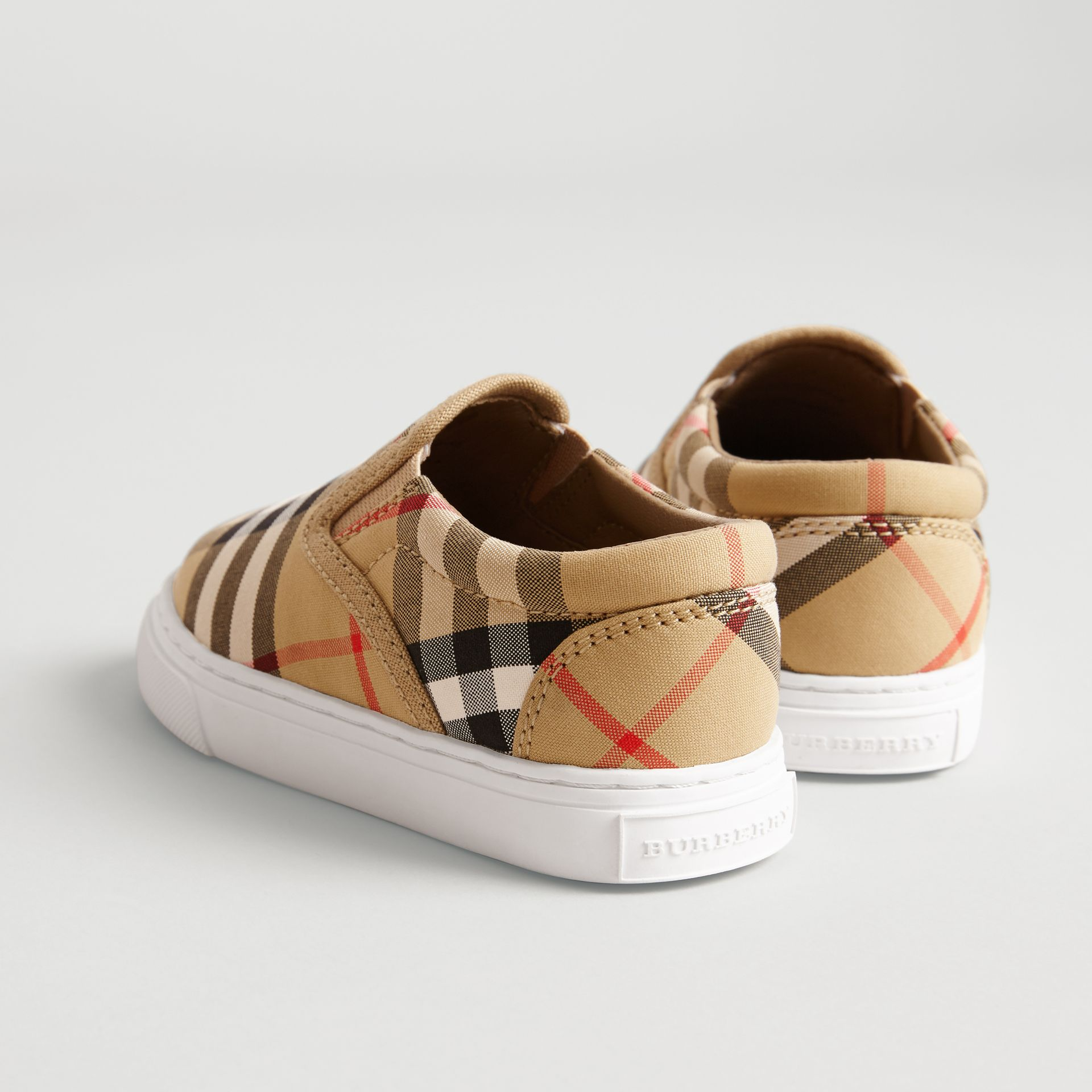 Sneakers sans lacets en cuir à motif Vintage check (Jaune Antique/blanc Optique) - Enfant | Burberry Canada - photo de la galerie 2