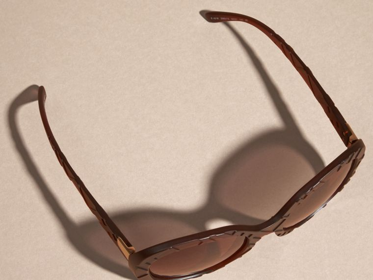 Brown 3D Check Round Frame Sunglasses Brown - cell image 4