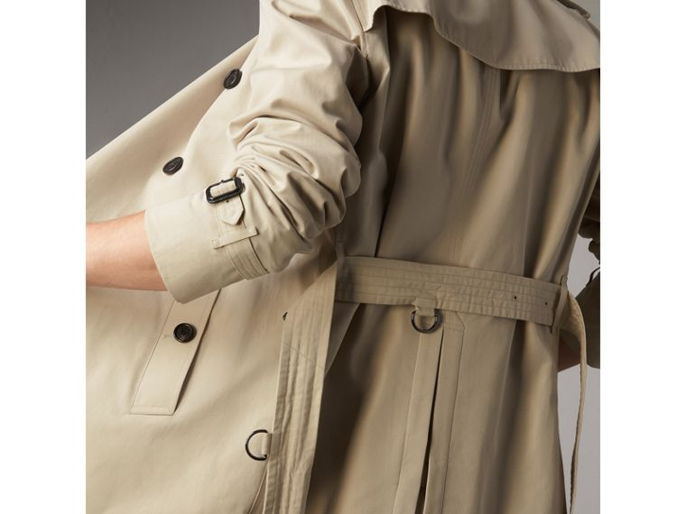The Kensington – Short Trench Coat in Stone - Men | Burberry - cell image 4