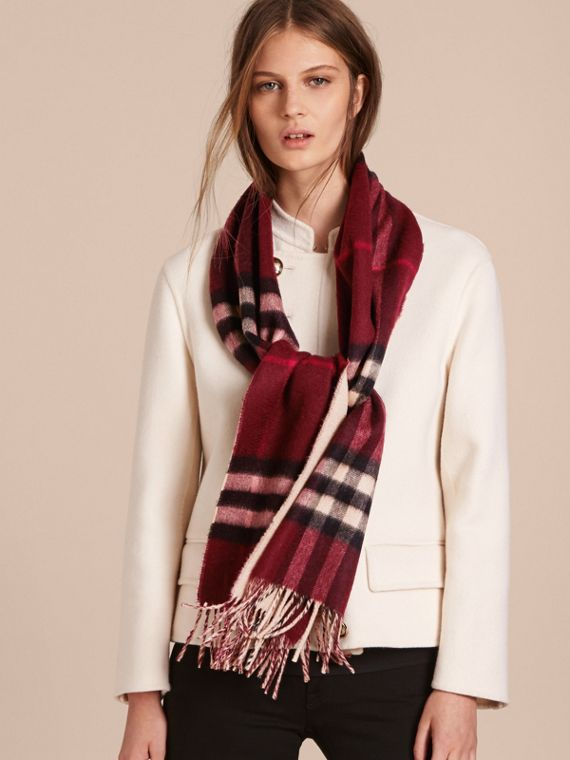 Reversible Check Cashmere and Block-colour Scarf in Claret | Burberry Canada - cell image 2