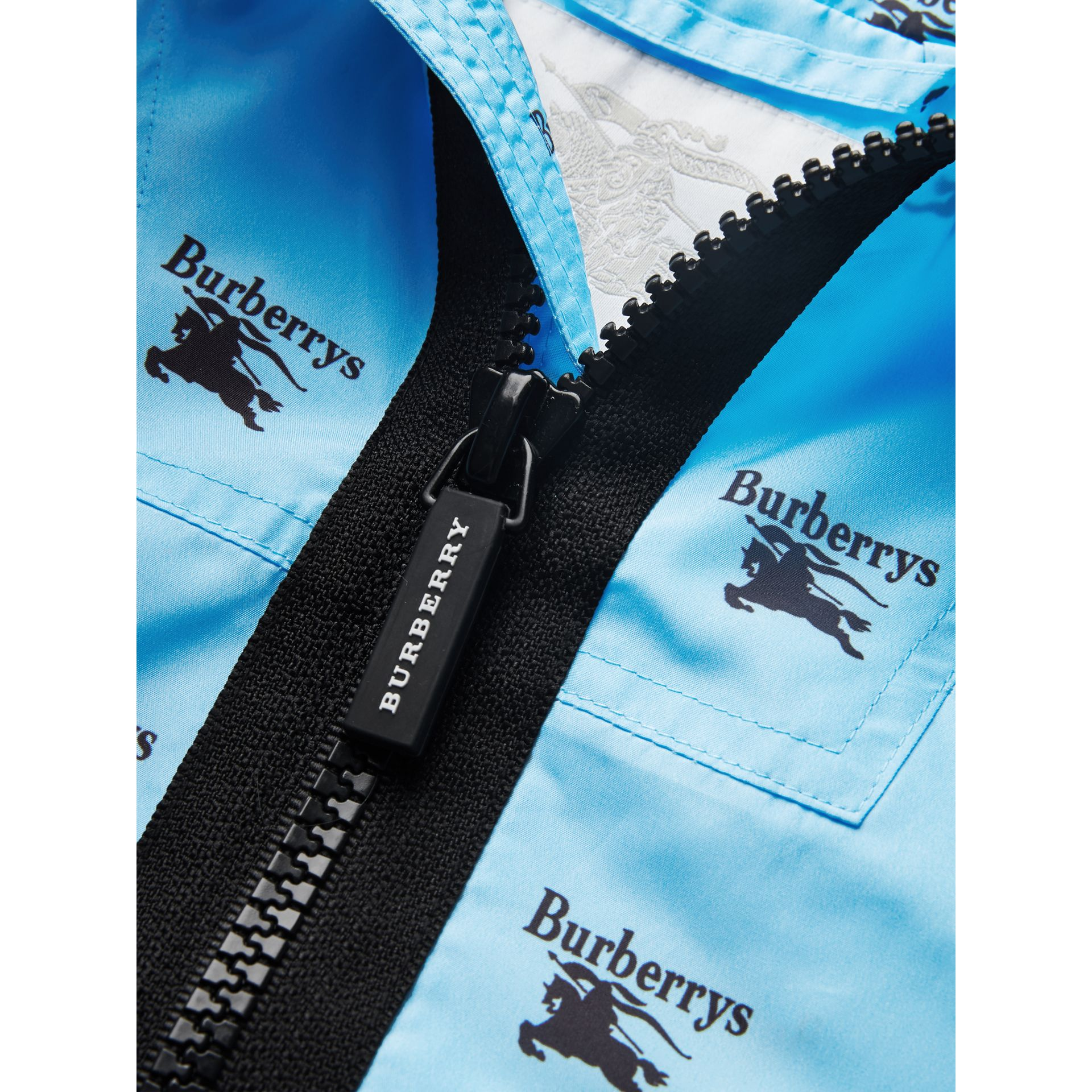 Archive Logo Print Lightweight Hooded Jacket in Sky Blue | Burberry - gallery image 4