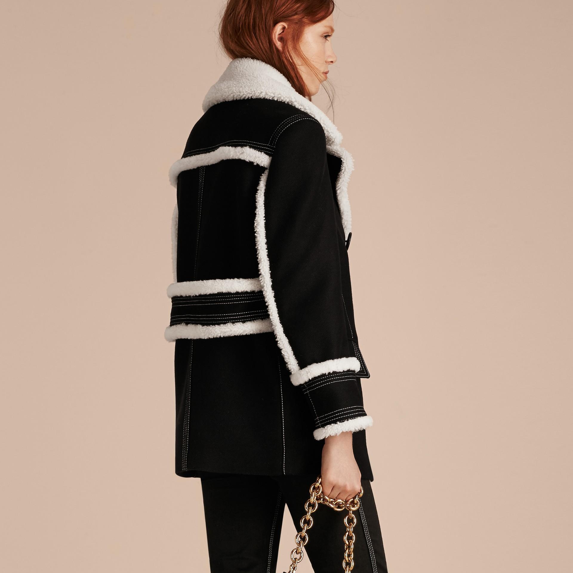 Nero Pea coat in misto lana e cashmere con finiture in shearling - immagine della galleria 3