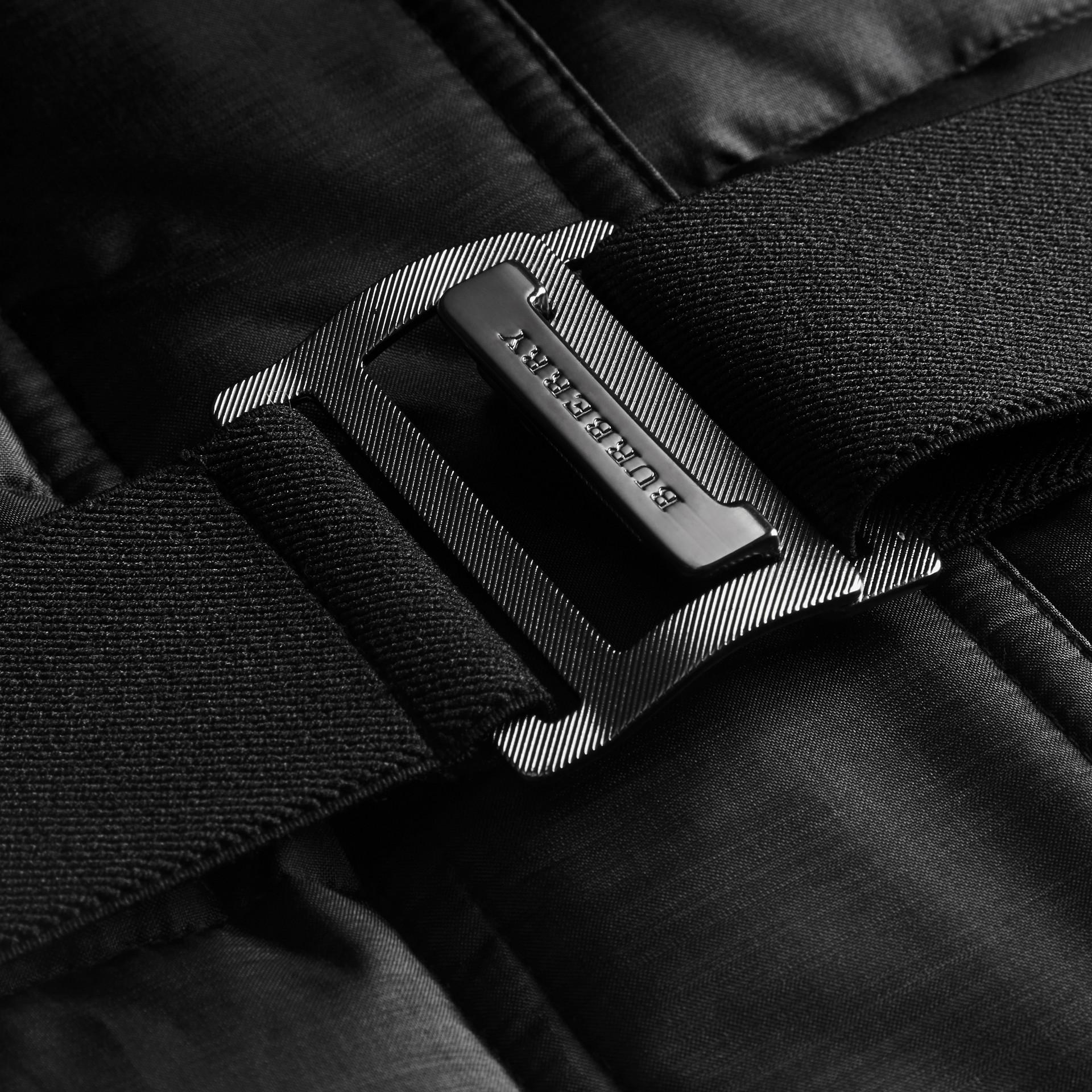 Черный Пуховое пальто с меховой опушкой Черный - изображение 2