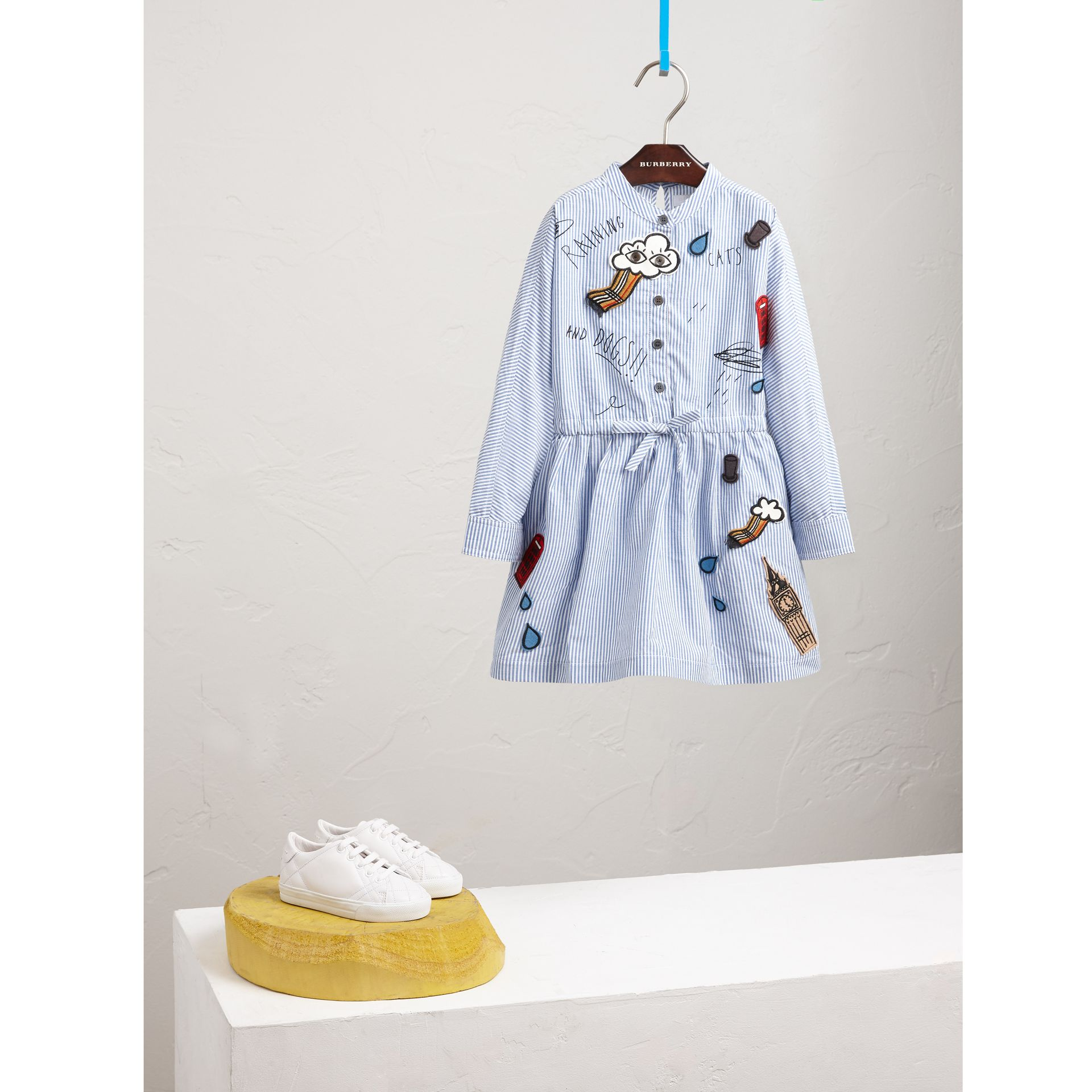 London Icons Appliqué Cotton Linen Shirt Dress in Pale Blue/white - Girl | Burberry - gallery image 1
