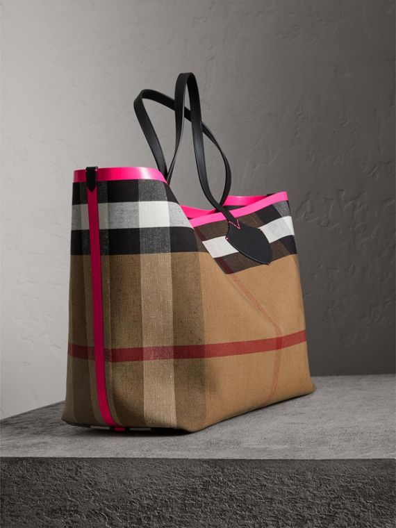 The Giant Reversible Tote in Canvas Check and Leather in Black/neon Pink | Burberry - cell image 2