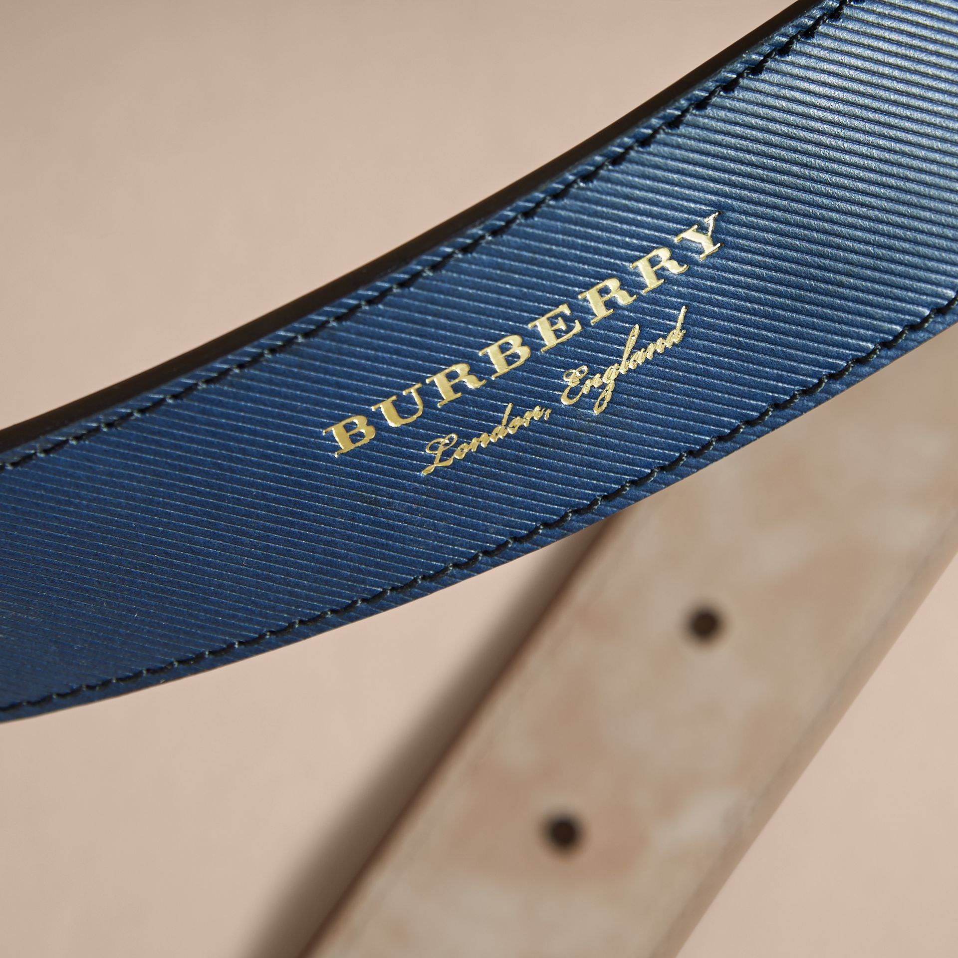 Two-tone Trench Leather Belt Dark Navy - gallery image 4