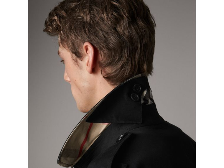 The Kensington – Short Heritage Trench Coat in Black - Men | Burberry - cell image 4