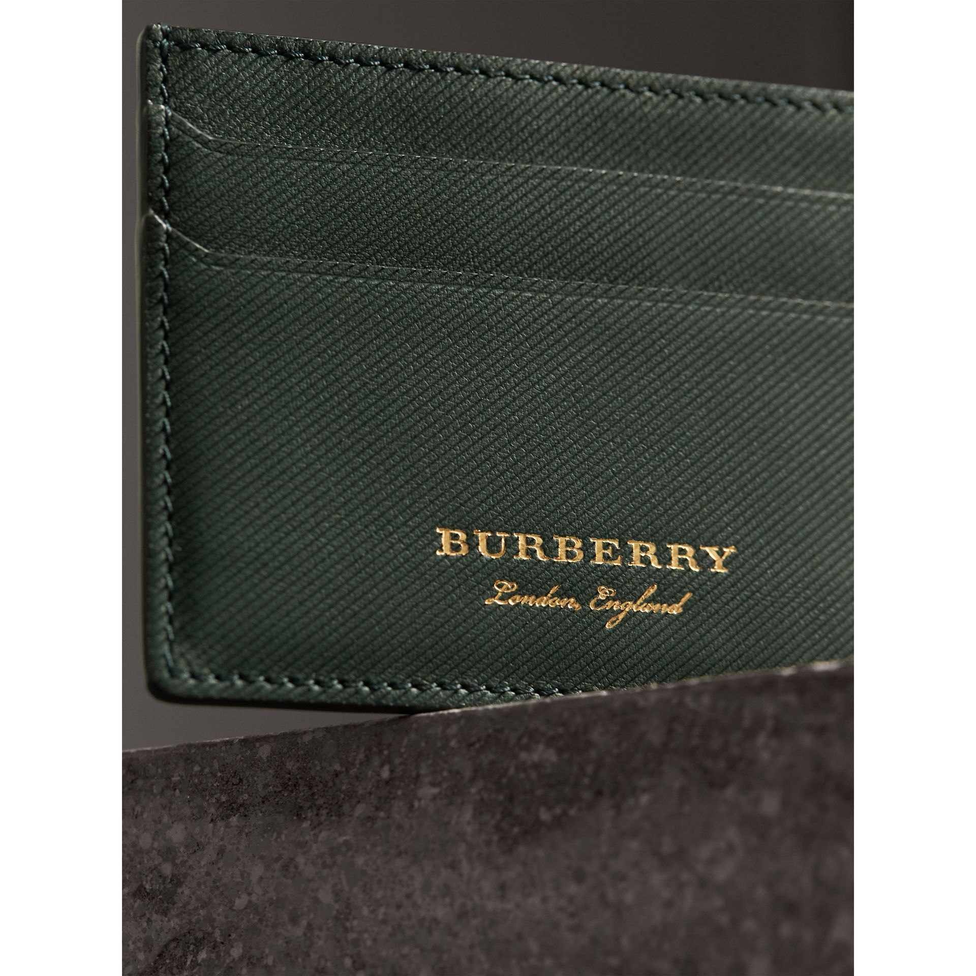 Trench Leather Card Case in Dark Forest Green | Burberry Hong Kong - gallery image 2