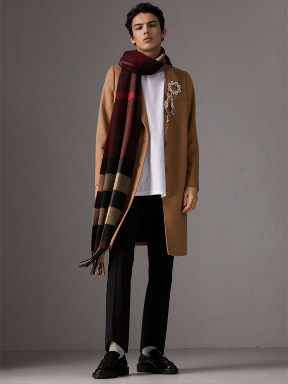 Oversize Check Cashmere Scarf in Claret | Burberry - cell image 2